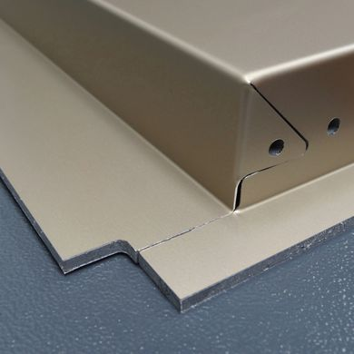 Facade panel with aluminum sandwich material