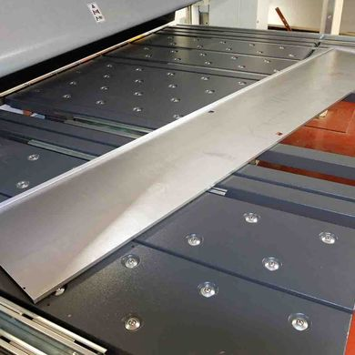 Especially for long panels the FLEXIbend shows its advantages against press brakes
