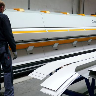 XXL long bending center at Schuetze GmbH