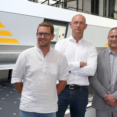 From left: Cyril Payet (Production Planning), CEO Fabien Delaplace and Gabriele Brun (RAS France)