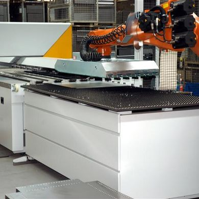 An intelligent loading robot feeds the Multibend-Center with blanks