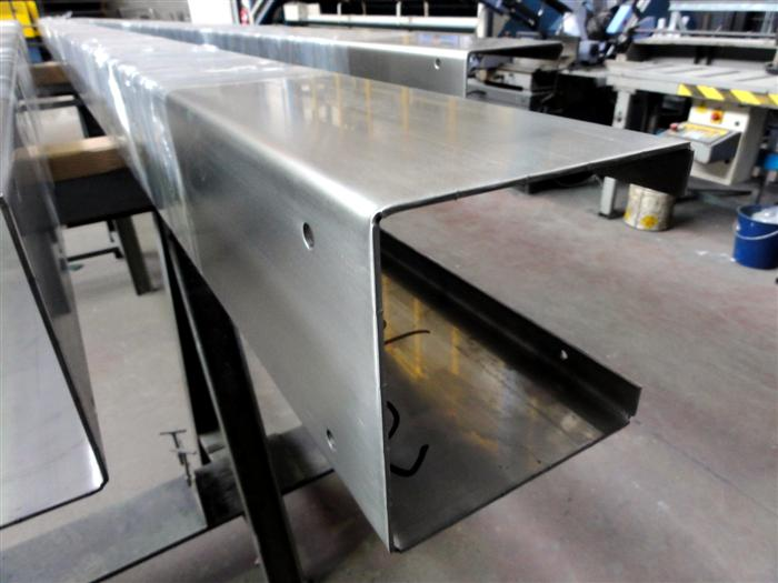 Stainless steel profiles for a restaurant's projecting roofs
