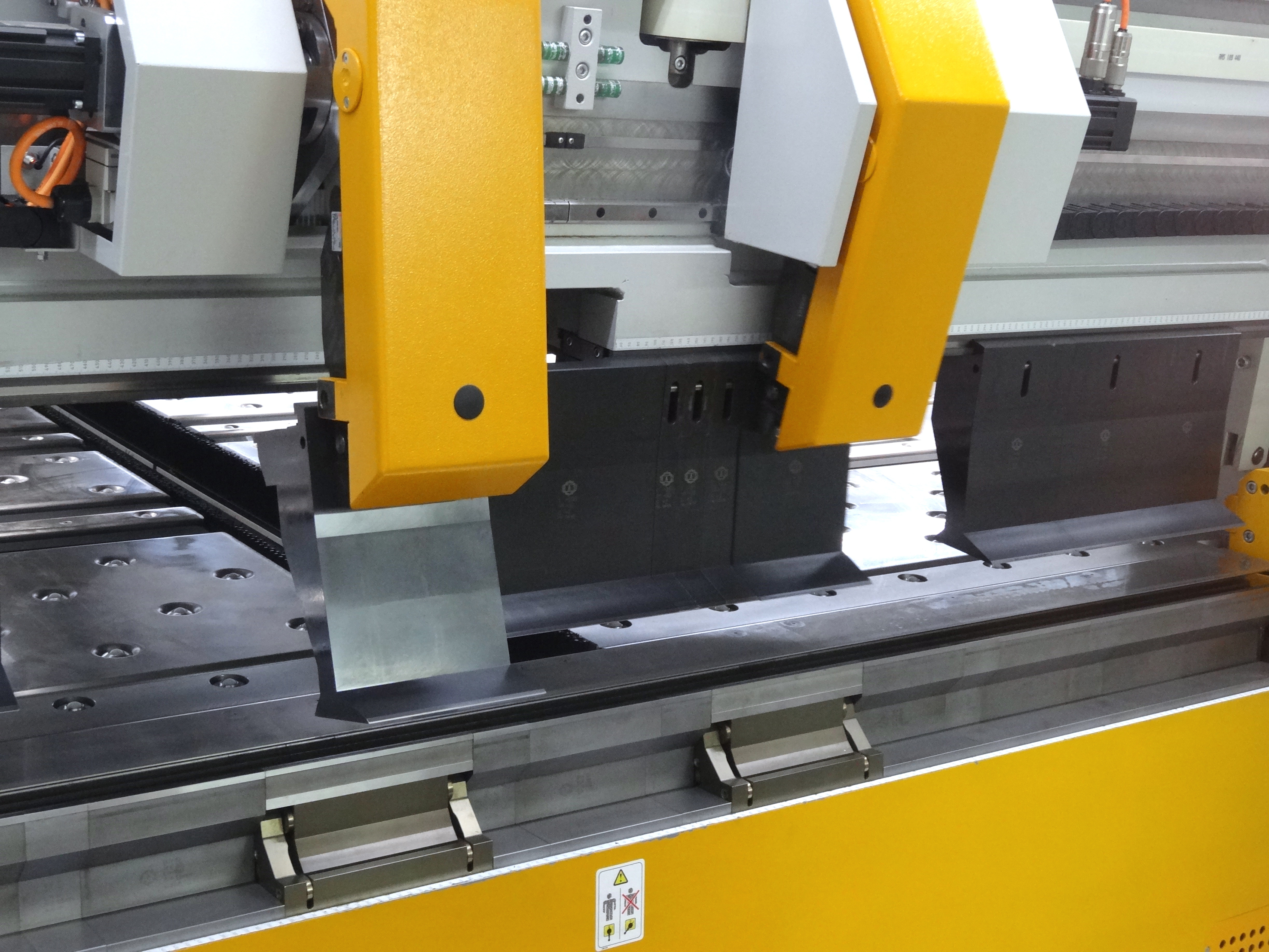 The tool changer sets up the machine when jobs change