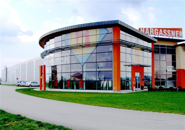 Hargassner relies on modernity: in the company facade and in production equipment