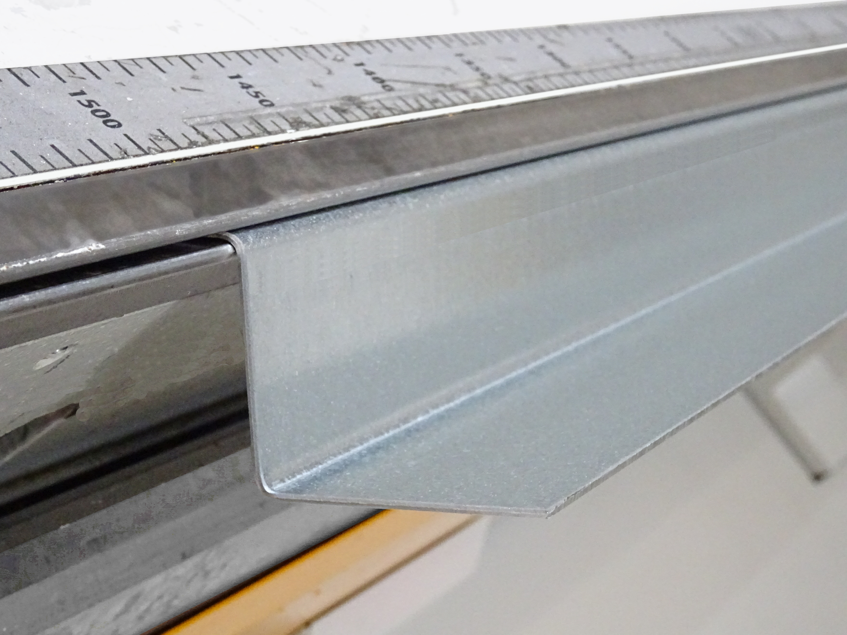 The XL-Center bending a 1.5 mm mild steel profile