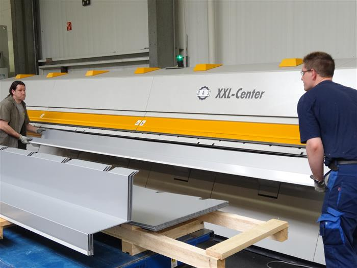 Unloading of folded profiles from the XXL-Center